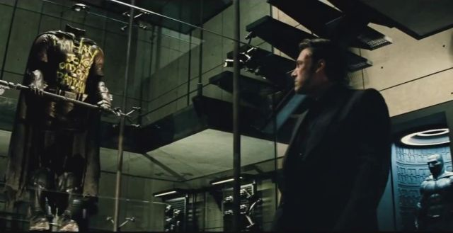 Over 90 Screenshots from the New Batman v Superman Trailer