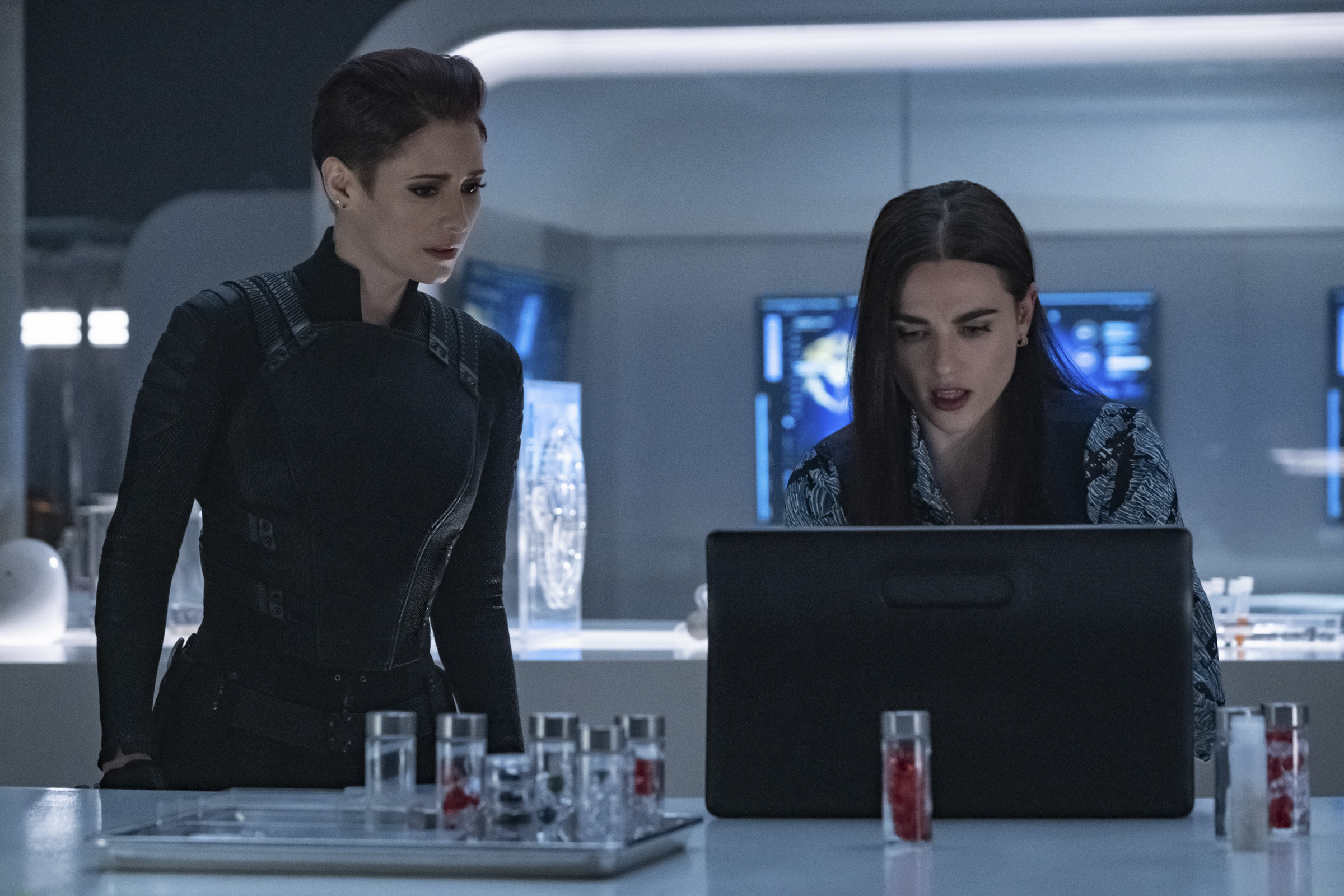 Alex Danvers and Lena Luthor in the lab